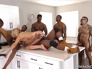 Hottie Blond Hair Babe Mommy Whore In Ir Gangba - erica lauren