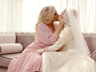 Hot babe Julia Ann turns a wedding into a really kinky pussy licking workout