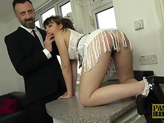 Amateur babe Luna Rival drops on her hands and knees for sex